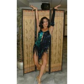 Abito donna per ballo latino. Realizzato in lycra nera, paillettes e frange.