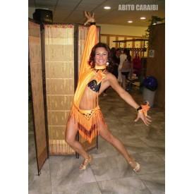 Abito da donna, per ballo latino, realizzato in lycra arancio fluorescente.